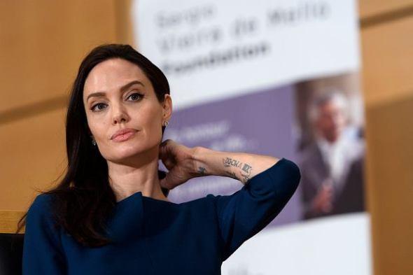 z21516588Q,Angelina-Jolie